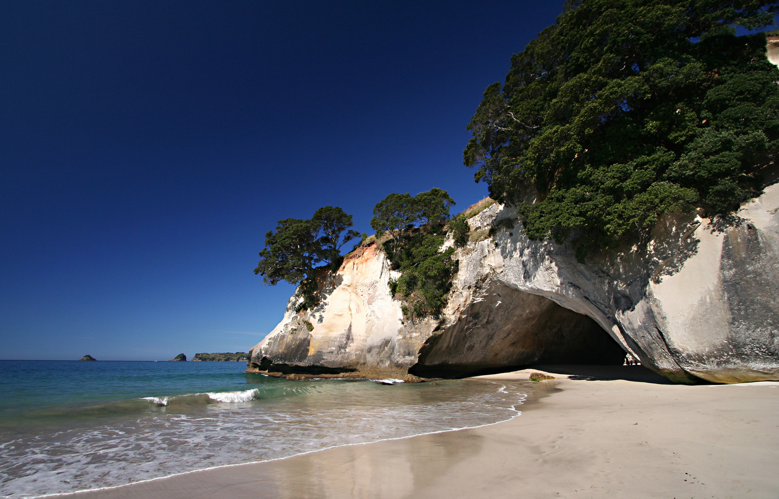 cathedral-cove-beach