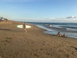 batu-bolong-beach-canggu-933x700