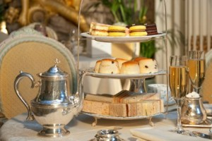 champagne-afternoon-tea-for-02094001